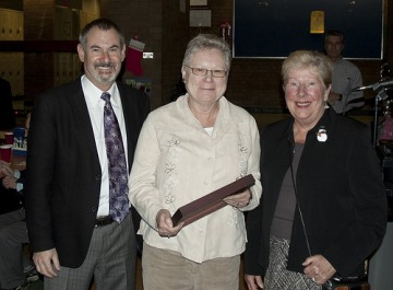 Dr. Murray Isman, with Val Skura (middle) and Kathy Shynkaryk (right)